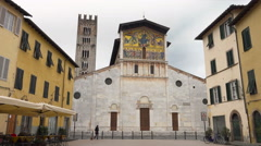 Bascilica of San Frediano, Lucca, Italy, wide piazza shot. Stock Footage