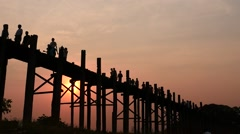 U Bein  bridge people silhouettes at sunset smooth dolly shot w sound Stock Footage