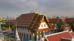 Sunset light wat arun temple roof top panorama 4k bangkok thailand Stock Footage