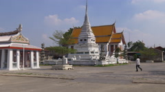 Sunny day famous wat arun temple square 4k bangkok thailand Stock Footage