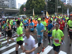 China sports, people take part in the popular Shanghai Marathon Stock Footage