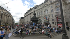 Tourists relaxing in Piccadilly Circus, London Stock Footage