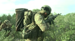 Military education and training-Military troops ambush Stock Footage