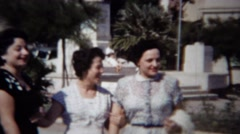 1954: 50's style Italian American love sunny day in urban park. Stock Footage