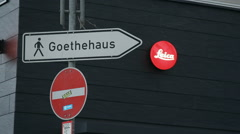 Sign leads to Goethehaus, house of Johann Wolfgang Goethe, Frankfurt Stock Footage