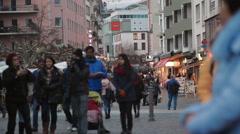 Crowd of tourists and people take photos, Römerberg square, Frankfurt Stock Footage