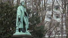 Friedrich Schiller statue, Taununsanlage Park, long shot, Frankfurt Main Stock Footage