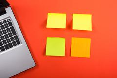 Office table desk with set of colorful supplies, laptop and reminder sticky note Kuvituskuvat