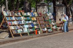 HAVANA, CUBA - APRIL 2, 2012: Antique books market Kuvituskuvat