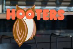 Hooters Restaurant Exterior and Logo Stock Photos