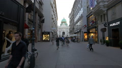 View of the Hofburg Palace from Kohlmarkt in Vienna in the afternoon Stock Footage