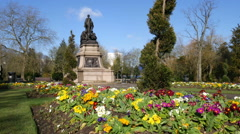 Canon Hill Park, Birmingham, England, war memorial - zoom in. Stock Footage
