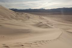 Eureka Dunes, sand dunes with light clouds and blue sky in Death Valley Stock Photos