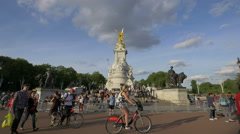 Crowded area around Victoria Memorial in London Stock Footage