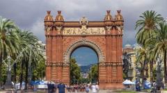 Arc de Triumf timelapse: L'Arc de Triumph, in Barcelona, Spain Stock Footage