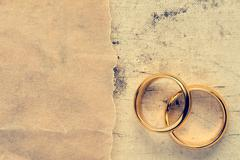 Wedding rings with paper piece Stock Photos
