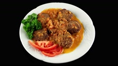 Kofta Kebabs with fried onions and fresh tomatoes, loop Stock Footage