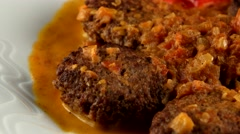 Arabic cuisine, Kebabs with fried onions and fresh tomatoes, loop Stock Footage