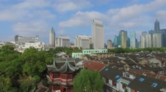 Asian ancient style building roof in Yuyuan Garden and cityscape Stock Footage