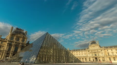 Pyramide du Louvre time lapse. Stock Footage