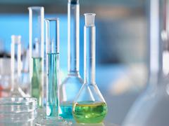 Laboratory glassware on lab bench during experiment Kuvituskuvat