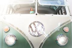 Front view of a 1960s VW campervan. Kuvituskuvat