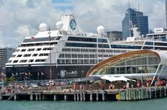 AUCKLAND - JAN 31 2016:Cruise ship outside The Cloud on Queens Wharf in Auckl Stock Photos