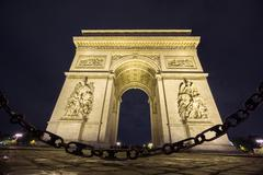 Arc de Triomphe and chain at night Stock Photos