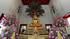 Zoom of Phra Bhudda Maravichai in Wat Pho Temple, Bangkok. Stock Footage