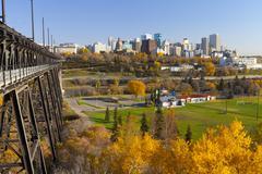 View of the Edmonton Skyline and the High Level Bridge in autumn, Edmonton, Kuvituskuvat