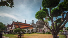 Sunny day bangkok famous wat arun temple 4k time lapse thailand Stock Footage