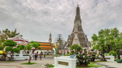 Tourist crowded wat arun temple panorama 4k time lapse thailand Stock Footage