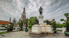 Rainy sky bangkok wat arun temple panorama 4k time lapse thailand Stock Footage
