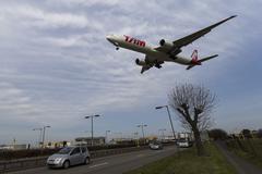 Tam Boeing 777 Heathrow Airport - stock photo