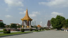 Statue of King Father Norodom Sihanouk with the Independence Monument Stock Footage