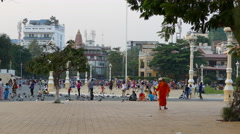 Monk and a big crowd of people at the Royal Palace Park in Phnom Penh Stock Footage