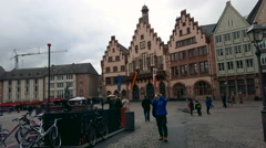 Tourists and people take photos at Römerberg square, city hall, Frankfurt Stock Footage