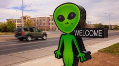 Little Green Alien and Welcome Sign in Roswell, New Mexico Kuvituskuvat