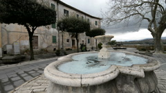 Fountain in the centre of the etruscan city Pitigliano, Tuscany, Italy. Stock Footage