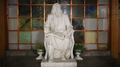 Sculpture of great russian chemist Mendeleev at night Stock Footage