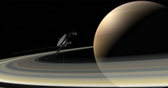 Voyager spacecraft making a close pass of Saturn. Arkistovideo