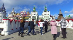 Tourists and people walking along the Izmailovo Kremlin Stock Footage