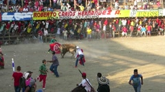 Bull running around areans attacking mens and horsemens Stock Footage