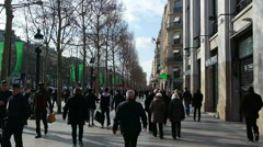 Tourisrs on the Avenue des Champs-elysees. Stock Footage
