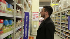 Man chooses products in the supermarket Stock Footage