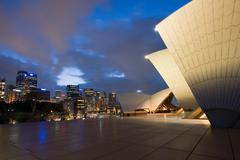 Sydney opera house and skyline at night Kuvituskuvat