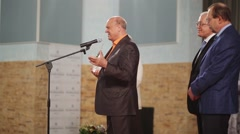 Vladimir Menshov with award speaking speech on stage on film festival Stock Footage