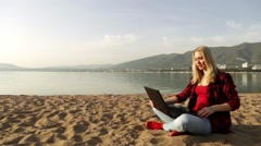 Woman with laptop on the beach. Sea and work. Freelance. Social network. Stock Footage