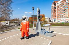 SAMARA, RUSSIA - April 16, 2016: Sculpture Cosmonaut and model rocket near th Stock Photos