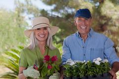 Older couple gardening together Kuvituskuvat